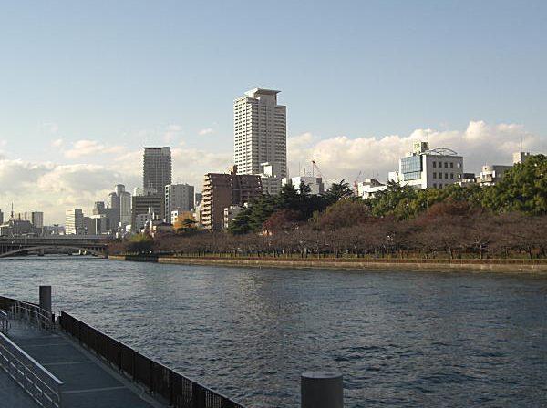 天満橋駅裏の川2