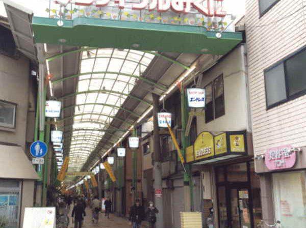 三国駅に続く商店街