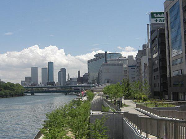 天満橋駅裏の川