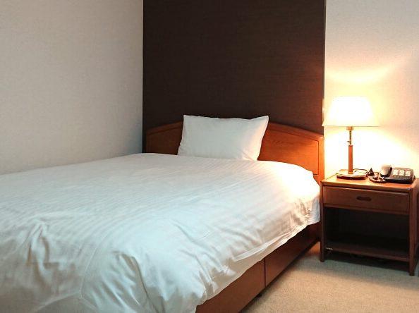 寝具一式付きのベッド