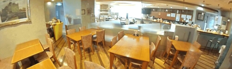 ミールズ江坂 2階食堂